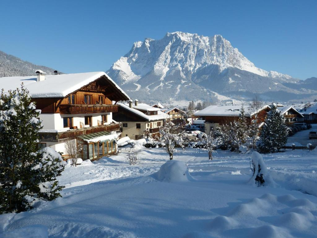 Appartements Alpenland during the winter