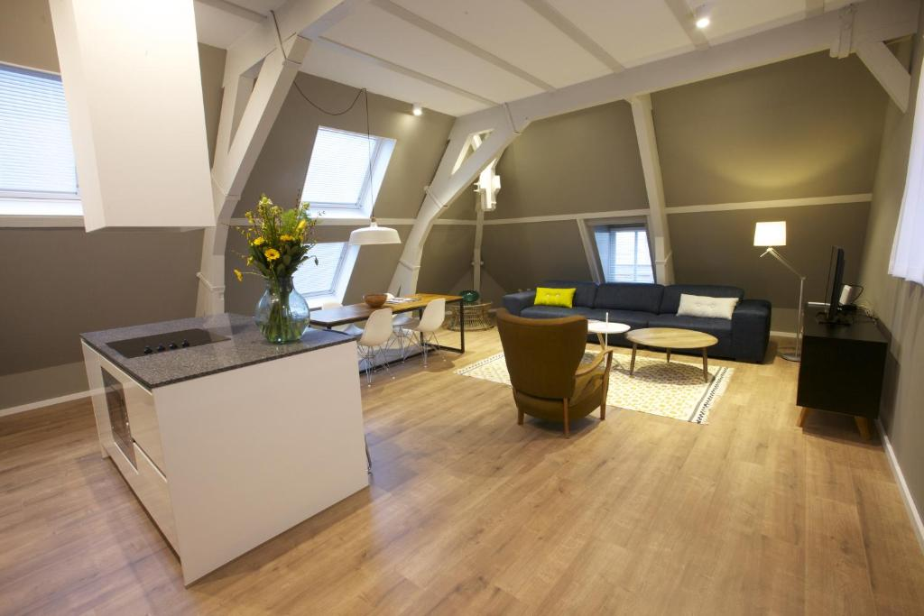 A seating area at Apartments De Hallen