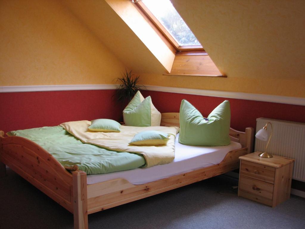 Ein Bett oder Betten in einem Zimmer der Unterkunft Hotel-Pension Lydia