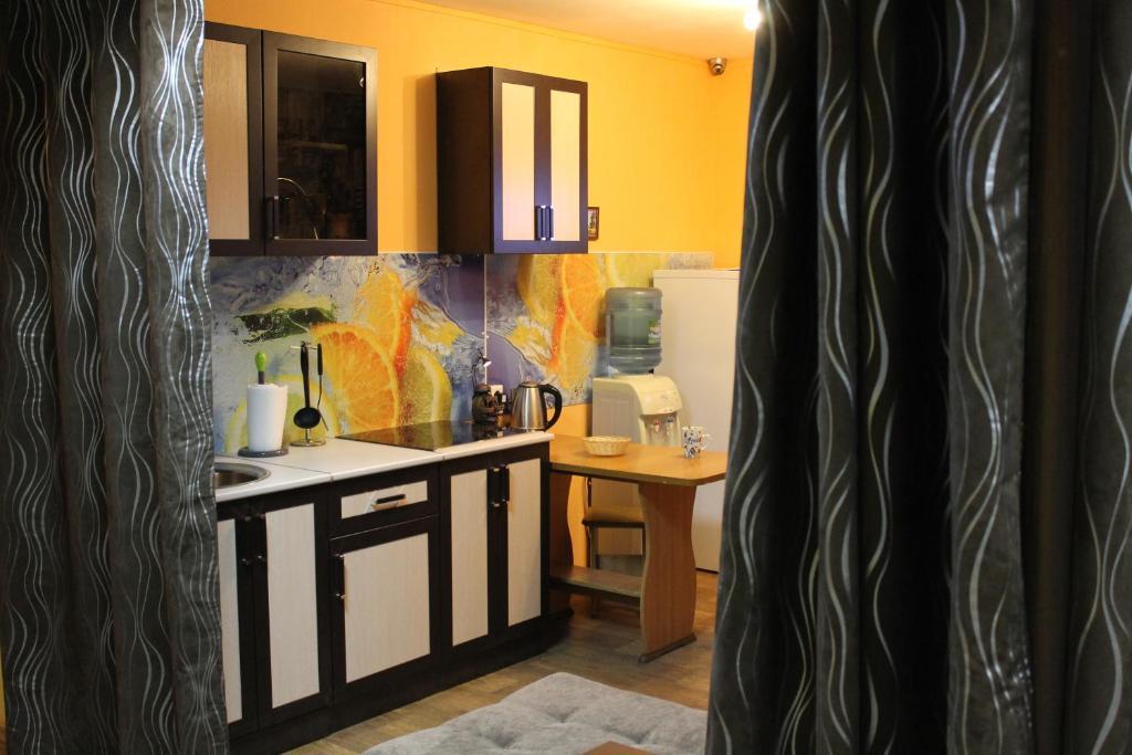 Кухня или мини-кухня в Hostel Den & Noch