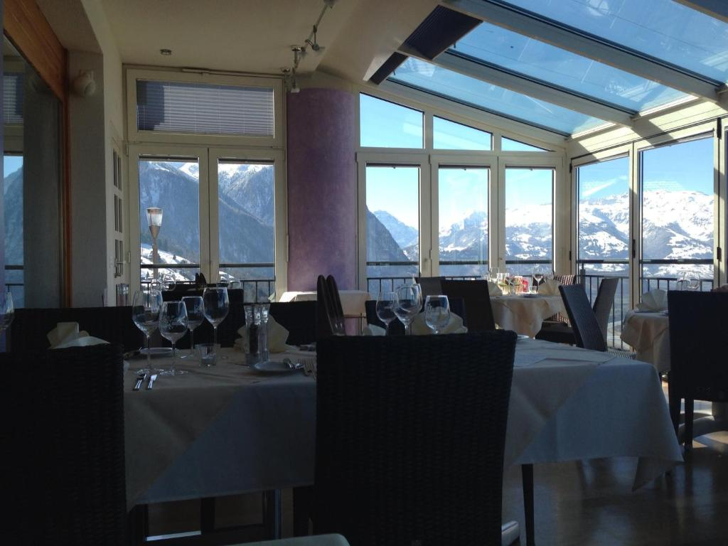 A restaurant or other place to eat at Hotel Restaurant Kulm