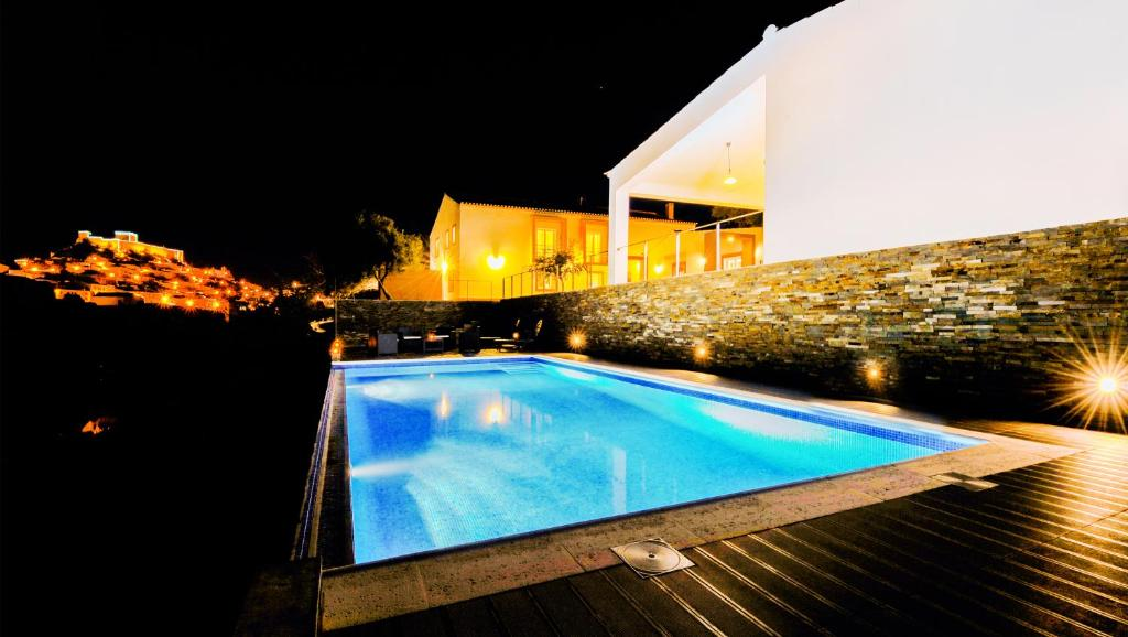 The swimming pool at or close to Quinta do Vau