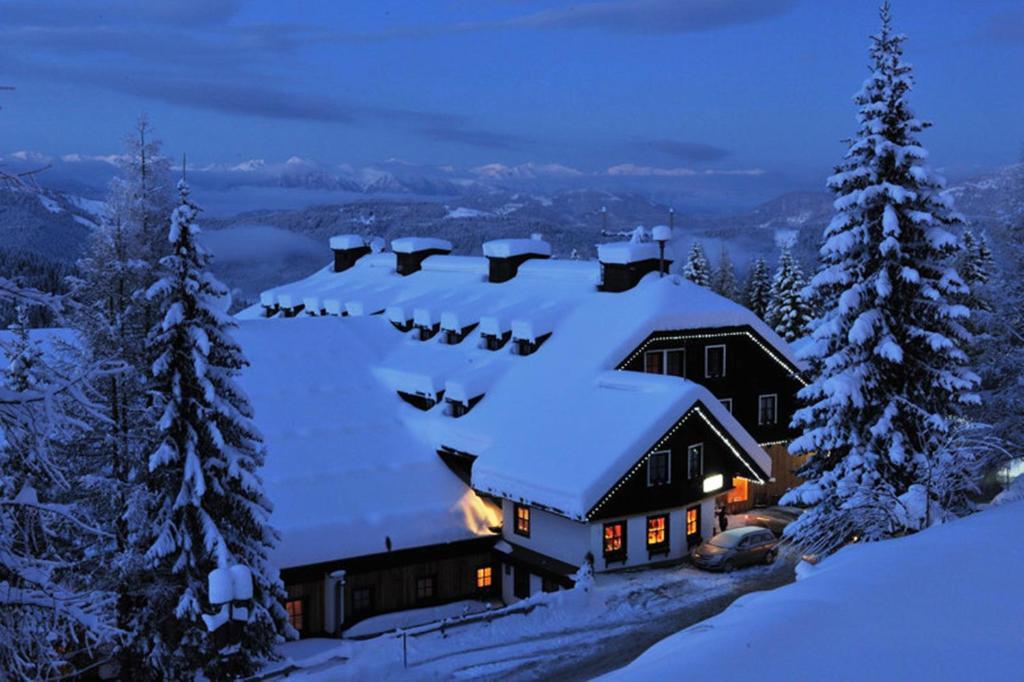 Alpenhotel Marcius during the winter