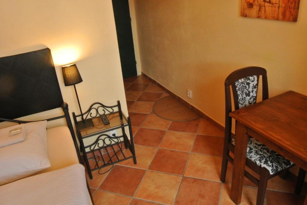 A seating area at Hotel u Budvaru