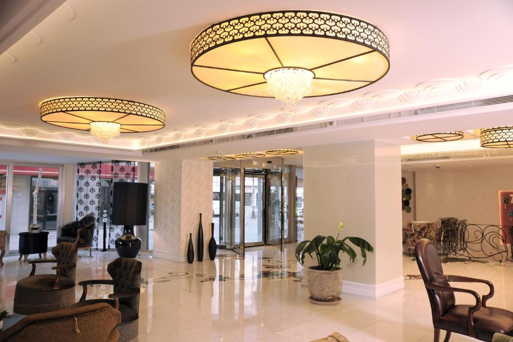 The lobby or reception area at Taksim Gonen Hotel