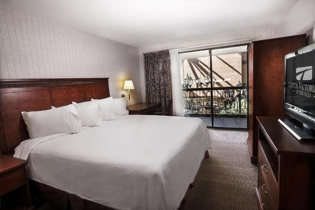 Cama o camas de una habitación en Clifton Victoria Inn at the Falls