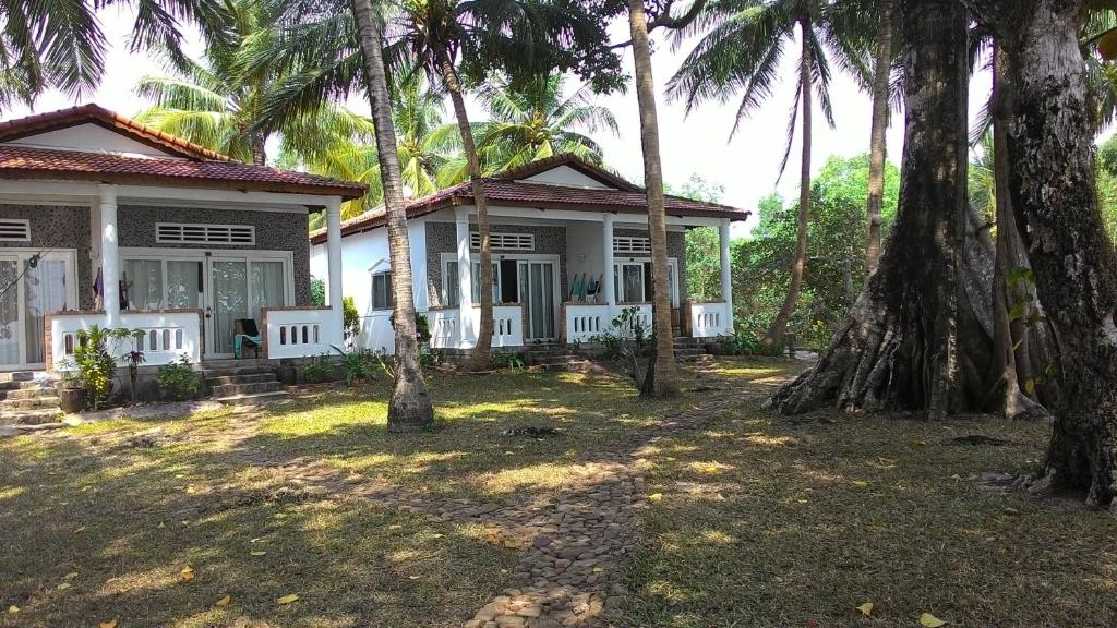 Bamboo Cottages