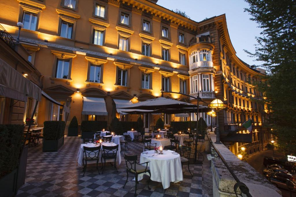 A restaurant or other place to eat at Hotel Majestic Roma – The Leading Hotels of the World