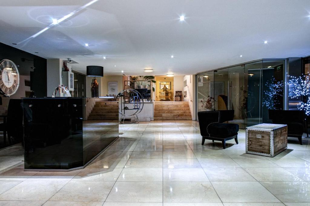 The lobby or reception area at Clayton Lodge Hotel