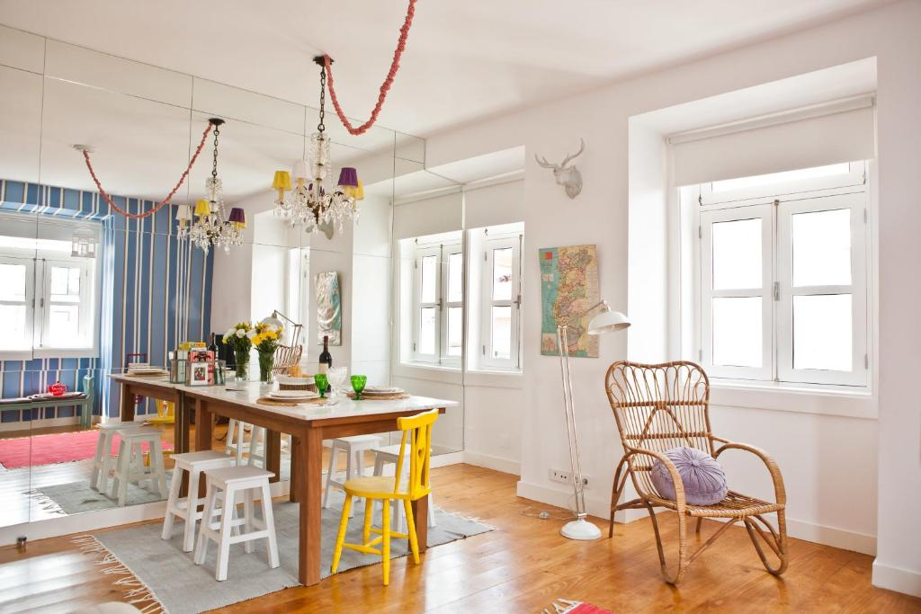 A restaurant or other place to eat at Modern Bairro Alto Apartment| RentExperience