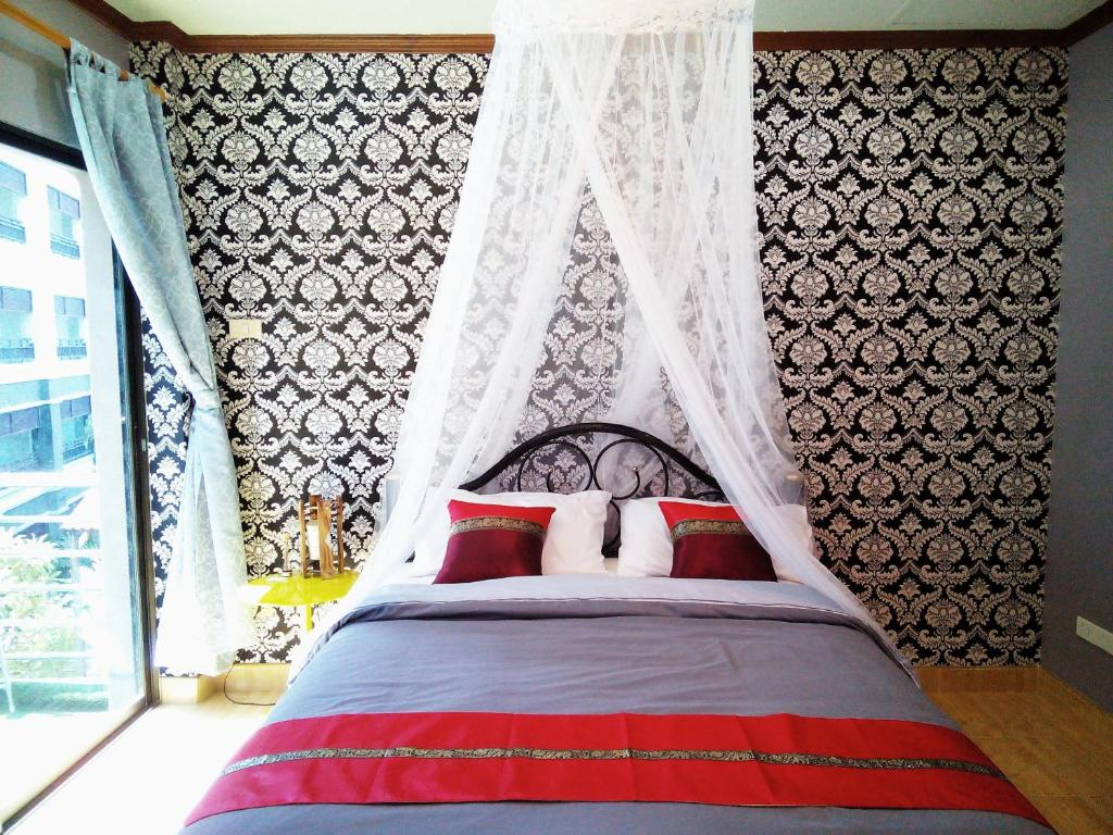 A bed or beds in a room at Kata Beach Homestay