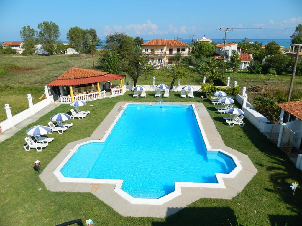 Vista sulla piscina di Semeli Hotel - Adults Only o su una piscina nei dintorni