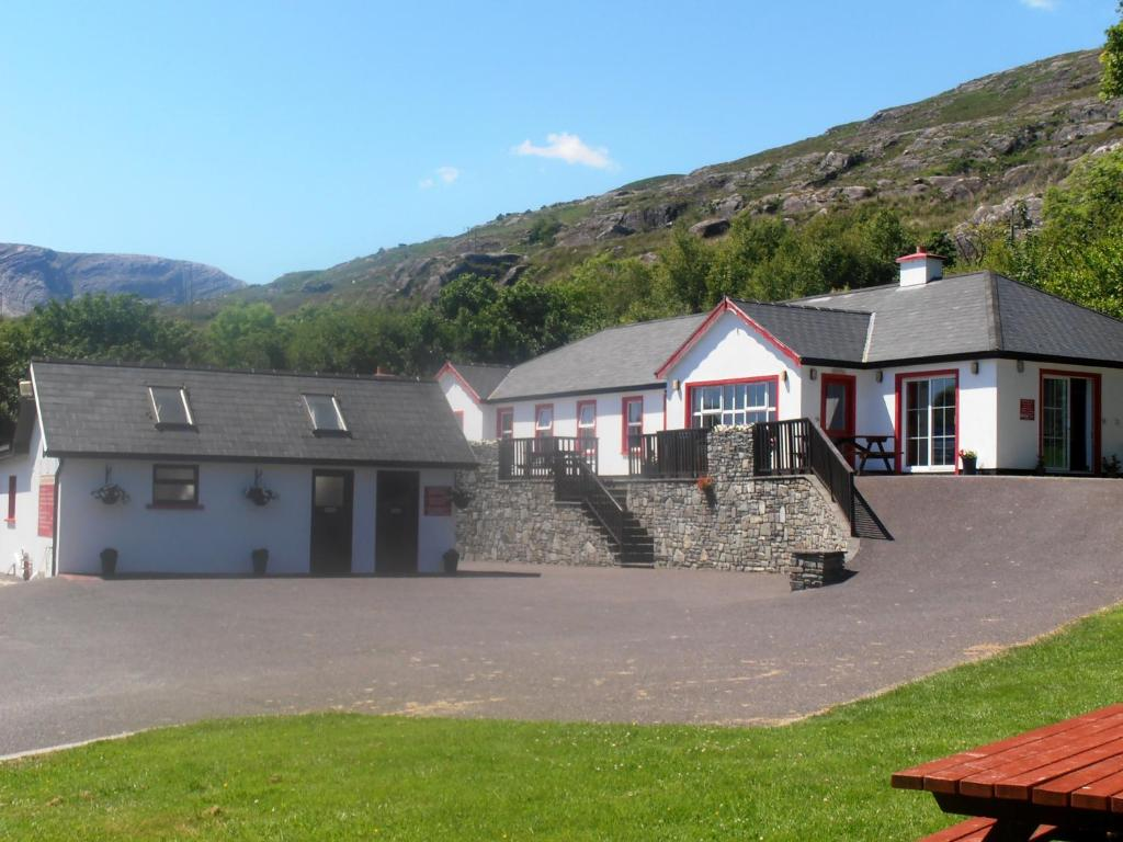 The building where the lodge is located