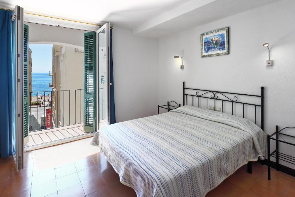 Кровать или кровати в номере Hotel Caleta