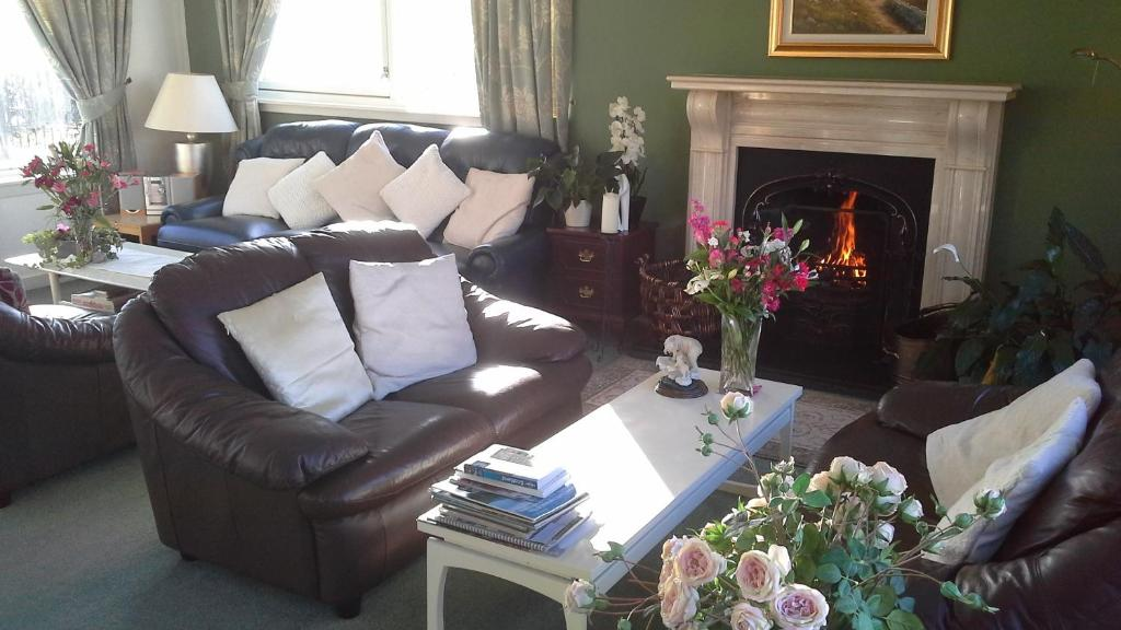 A seating area at Castlecroft Bed and Breakfast