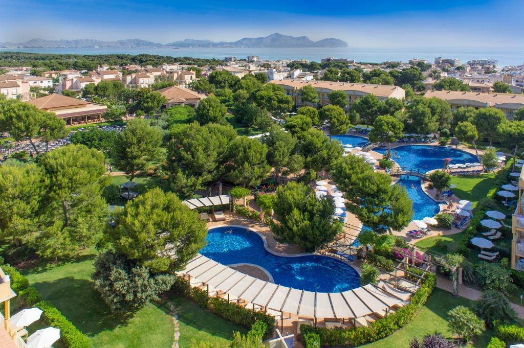 A view of the pool at Zafiro Mallorca & Spa or nearby