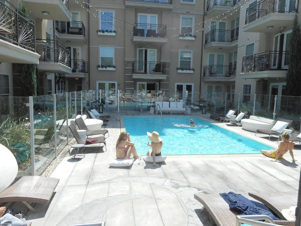Apartment Luxury 2-Bedroom, 2-Bathroom w Pool, Los Angeles ...