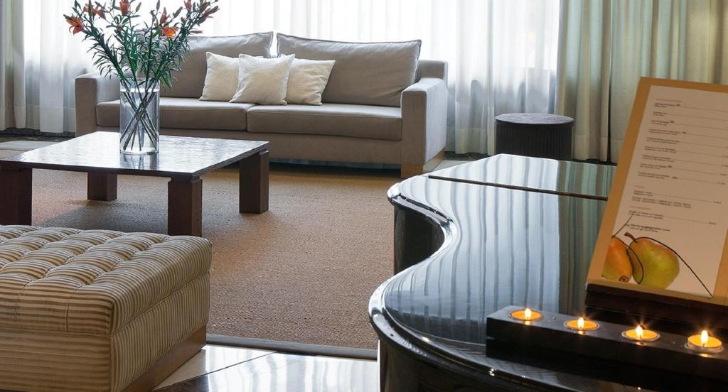 A seating area at Hesperia Barcelona Sant Just