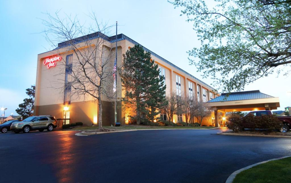 Hampton Inn Indianapolis-South during the winter