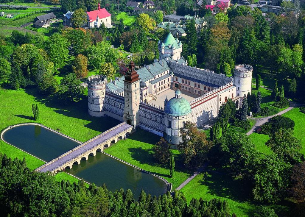 A bird's-eye view of Zamek w Krasiczynie