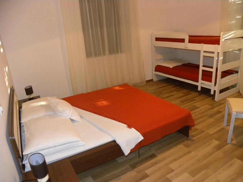 Hostel Emi San Valentino