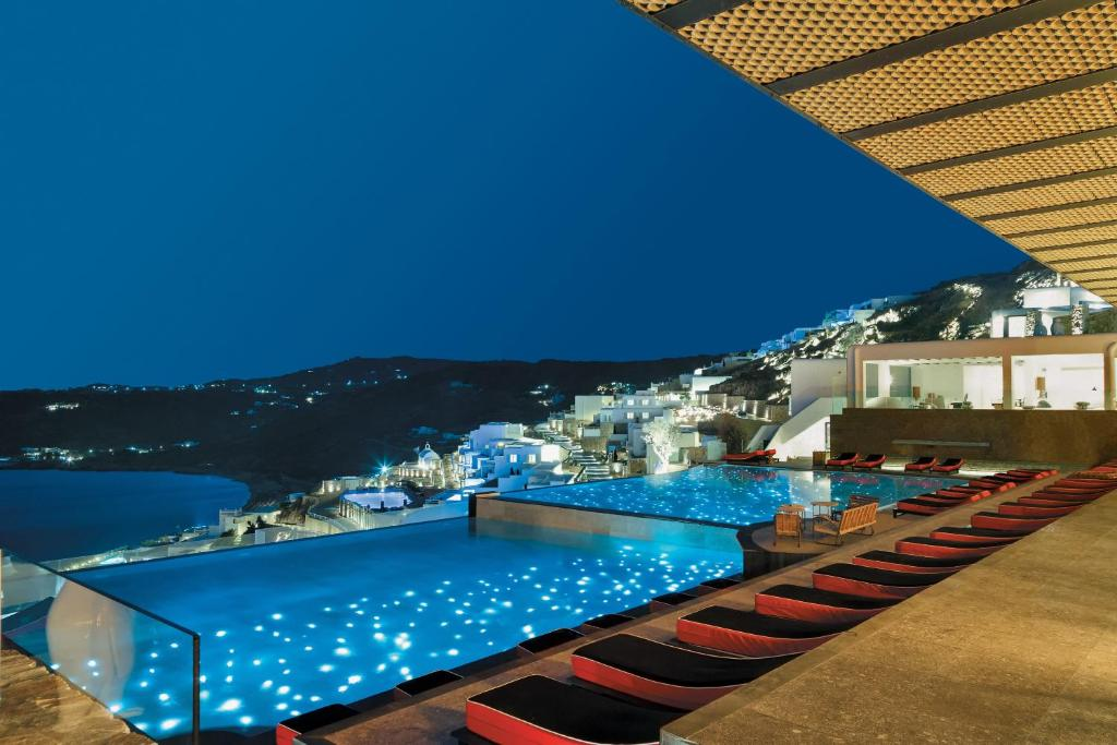Uma vista da piscina em Myconian Avaton - Design Hotels ou nos arredores