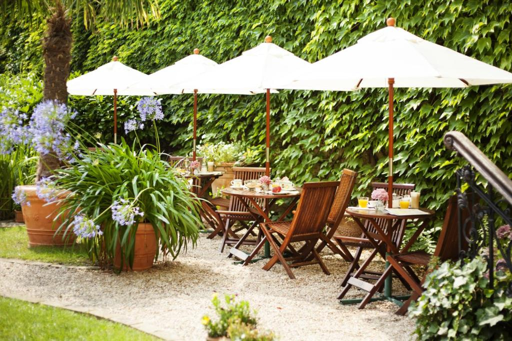 A restaurant or other place to eat at Garden Boutique Hotel