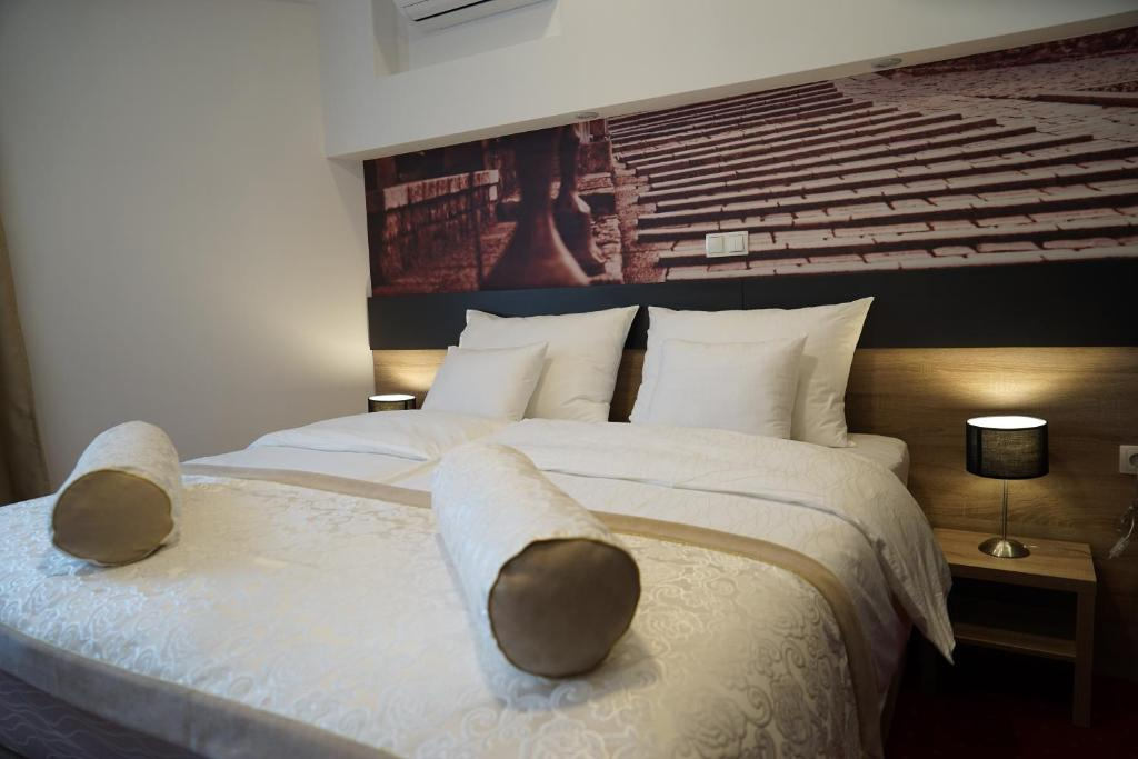 A bed or beds in a room at Hotel Hercegovina