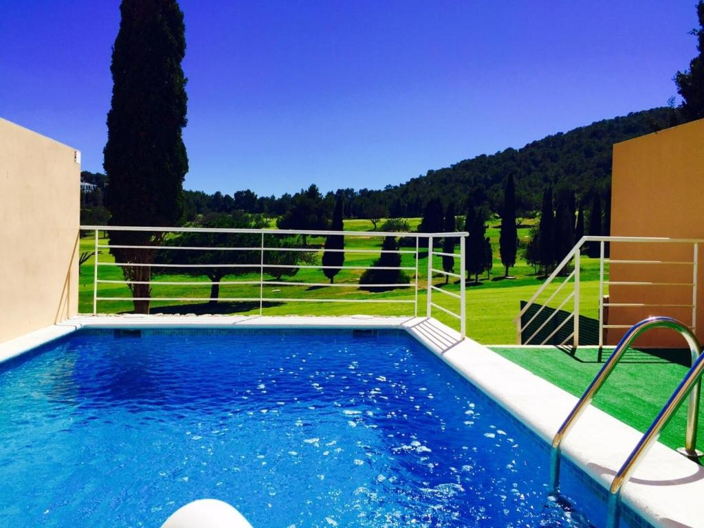 The swimming pool at or near Villa Roca Llisa 2