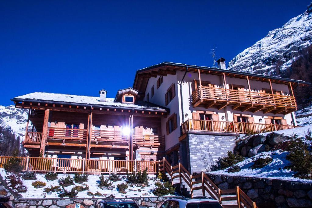 Ellex Hotel during the winter