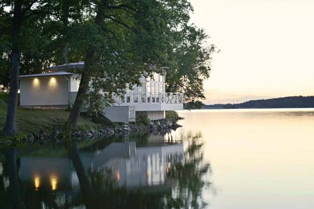 -Nyrenoverat-Brygga och sjutsikt-Braskamin - Guest - Airbnb