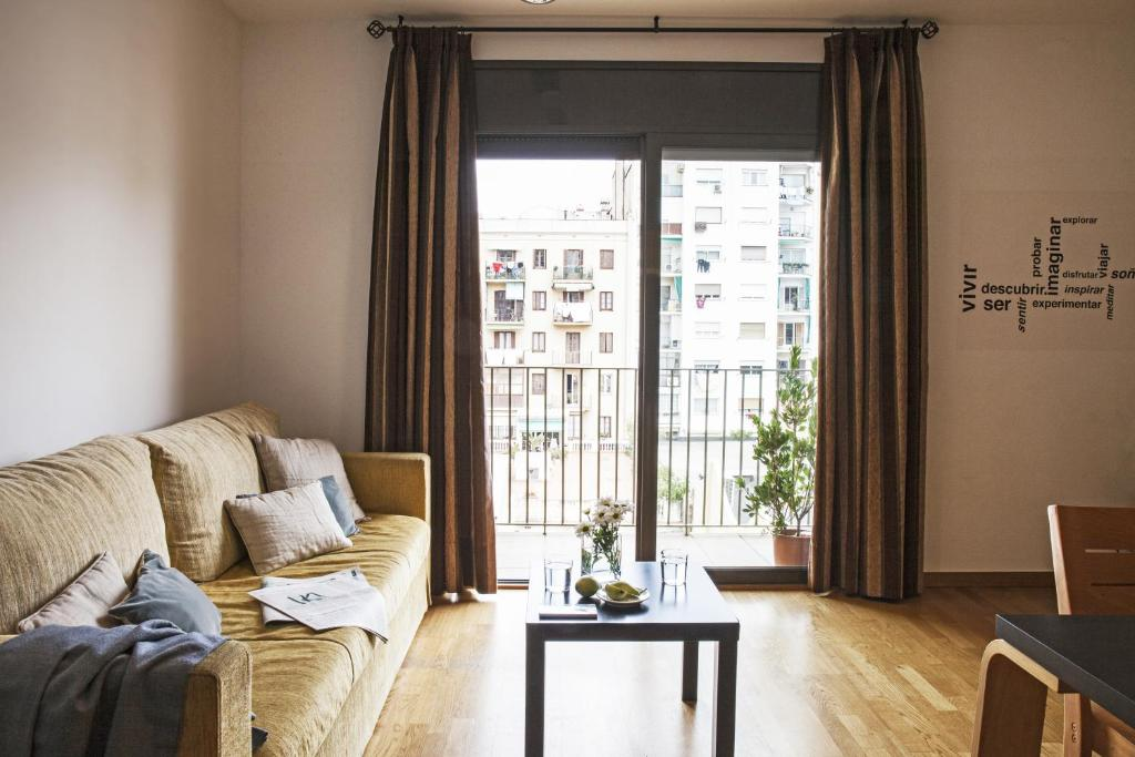 A seating area at AinB Eixample-Entença Apartments