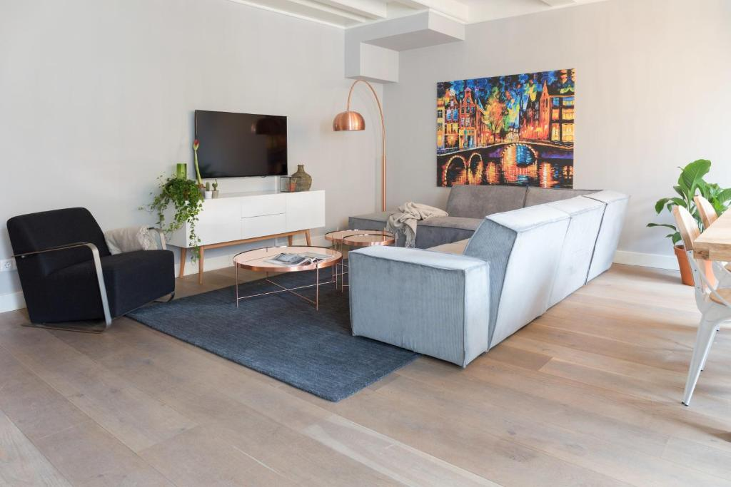 A seating area at Cityden Old Centre Serviced Apartments