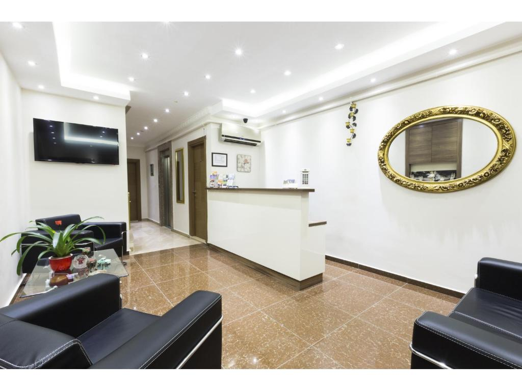 Majoituspaikan Zendy Suite Hotel aula tai vastaanotto