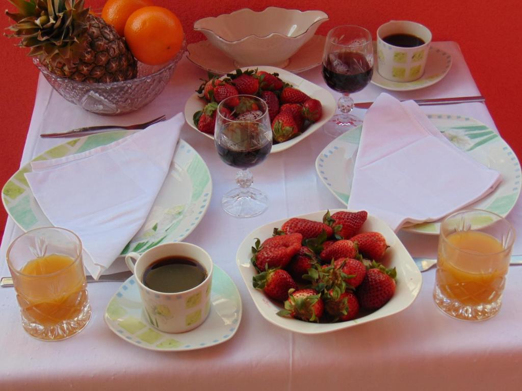 Breakfast options available to guests at Studios Ravlić Marija