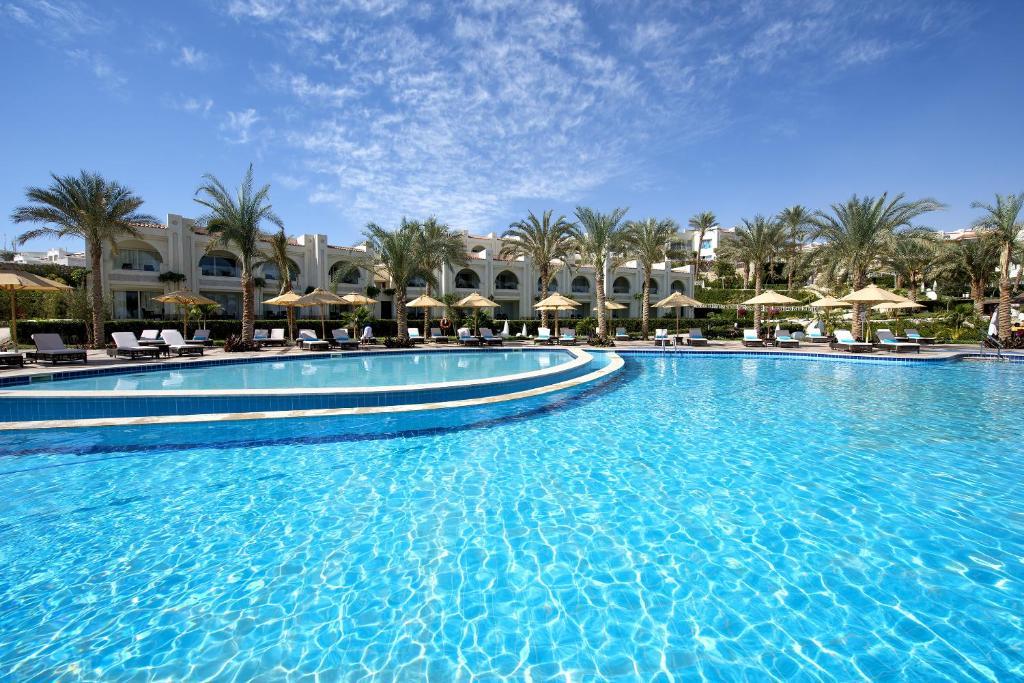 المسبح في Sunrise Montemare Resort (Adults Only) أو بالجوار