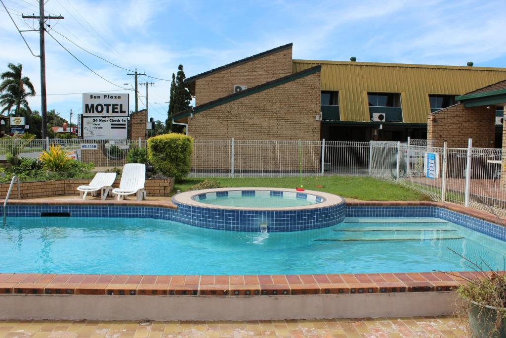 The swimming pool at or near Sun Plaza Motel