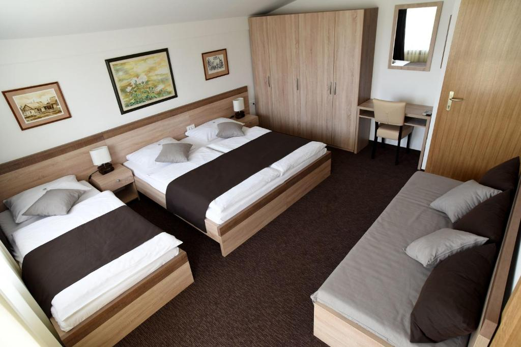 A bed or beds in a room at Rooms Barba Niko near Zagreb Airport