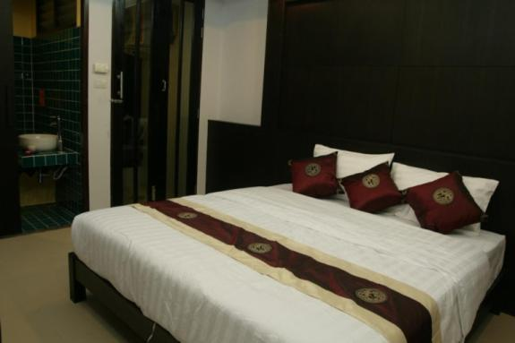 A bed or beds in a room at Warawan Resort and Hotel