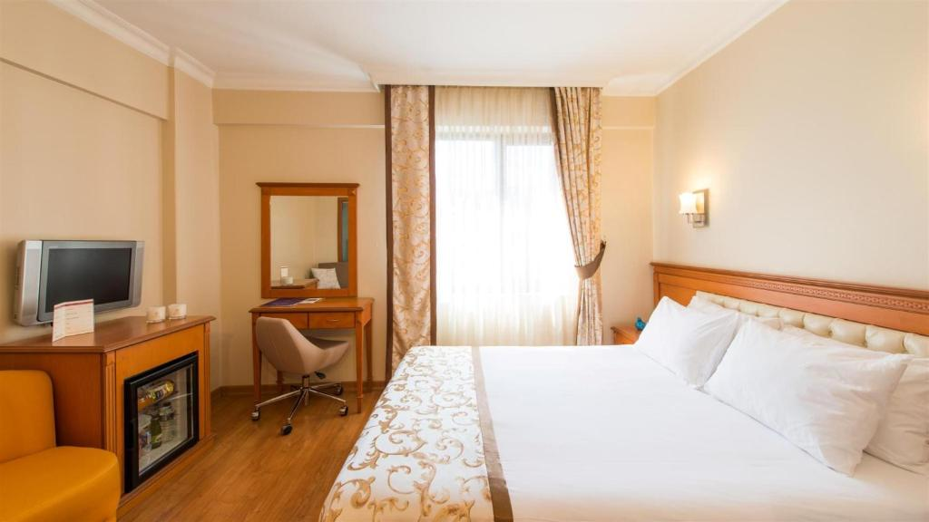 A bed or beds in a room at Prestige Hotel Old City
