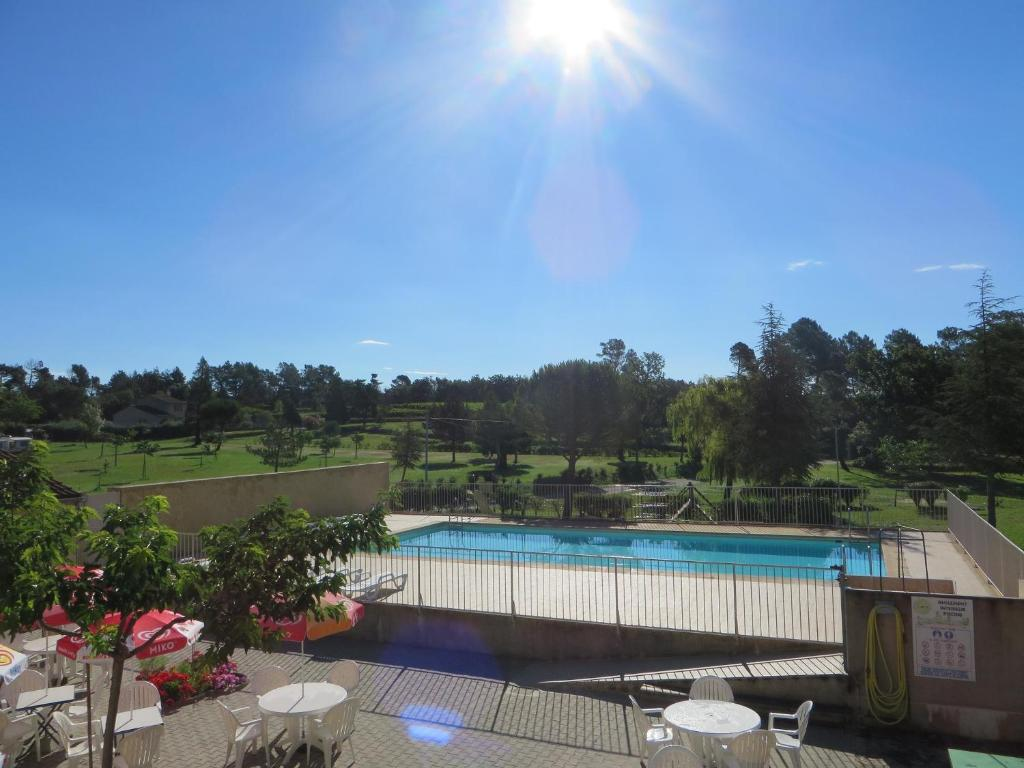 A view of the pool at Camping la Rouviere les Pins or nearby