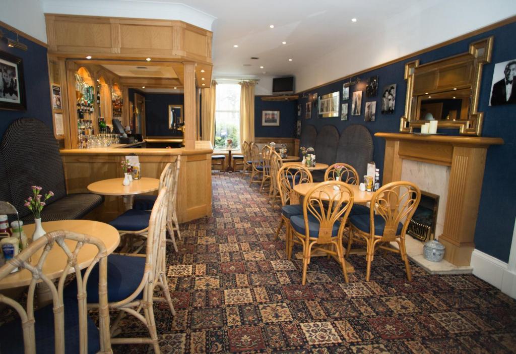 Un restaurante o sitio para comer en The Hotel Broughty Ferry
