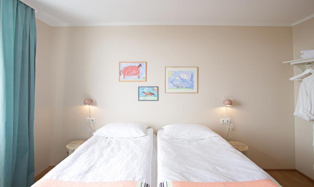 福尼酒店房間的床