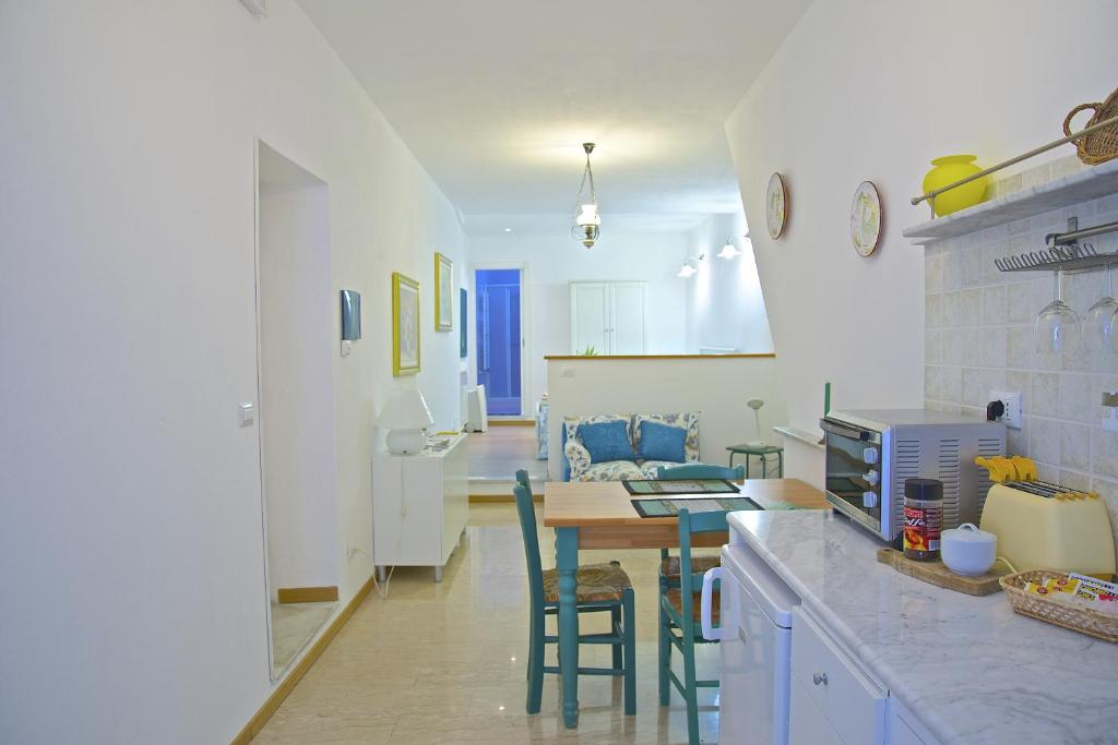 A kitchen or kitchenette at Casa Vacanze Zia Maria