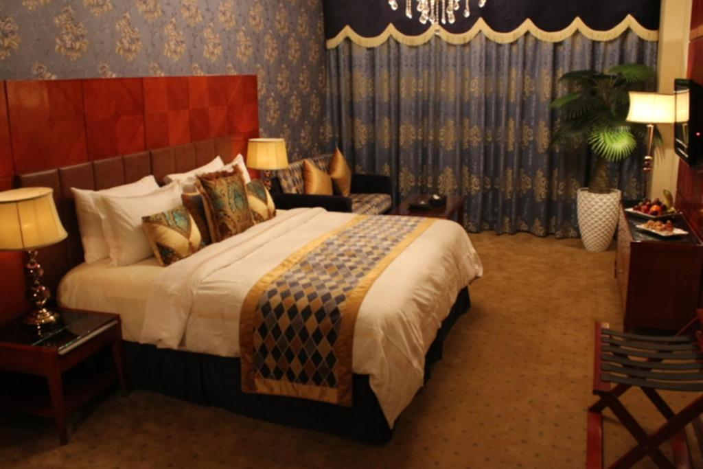 A bed or beds in a room at Al Madinah Harmony Hotel