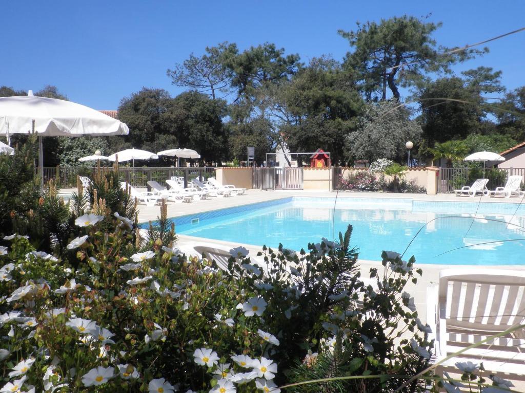 Der Swimmingpool an oder in der Nähe von VVF Villages « La Plage du Médoc » Soulac-sur-Mer