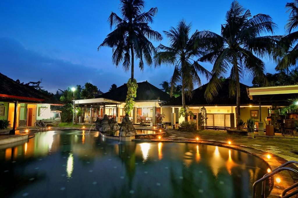The swimming pool at or close to Dewi Sinta Hotel and Restaurant