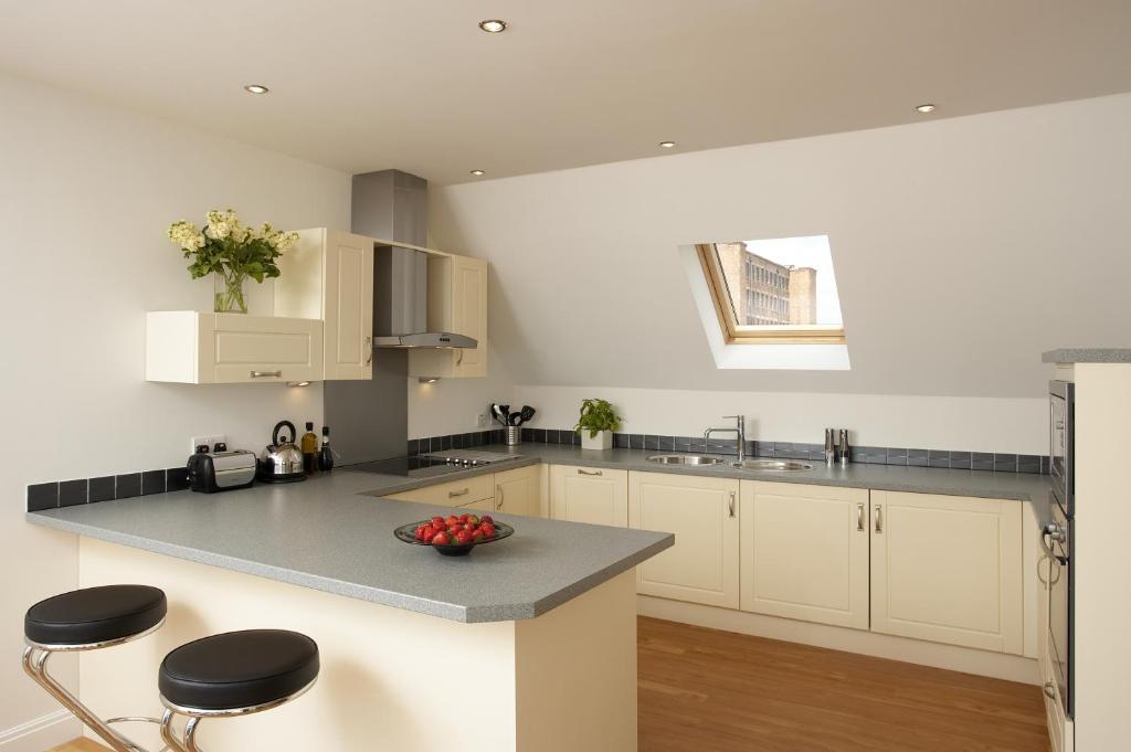 A kitchen or kitchenette at SACO Derby