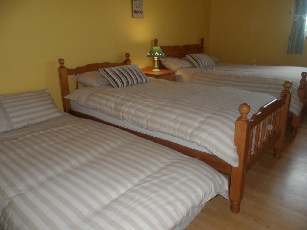 A bed or beds in a room at Golf links view Enniscrone