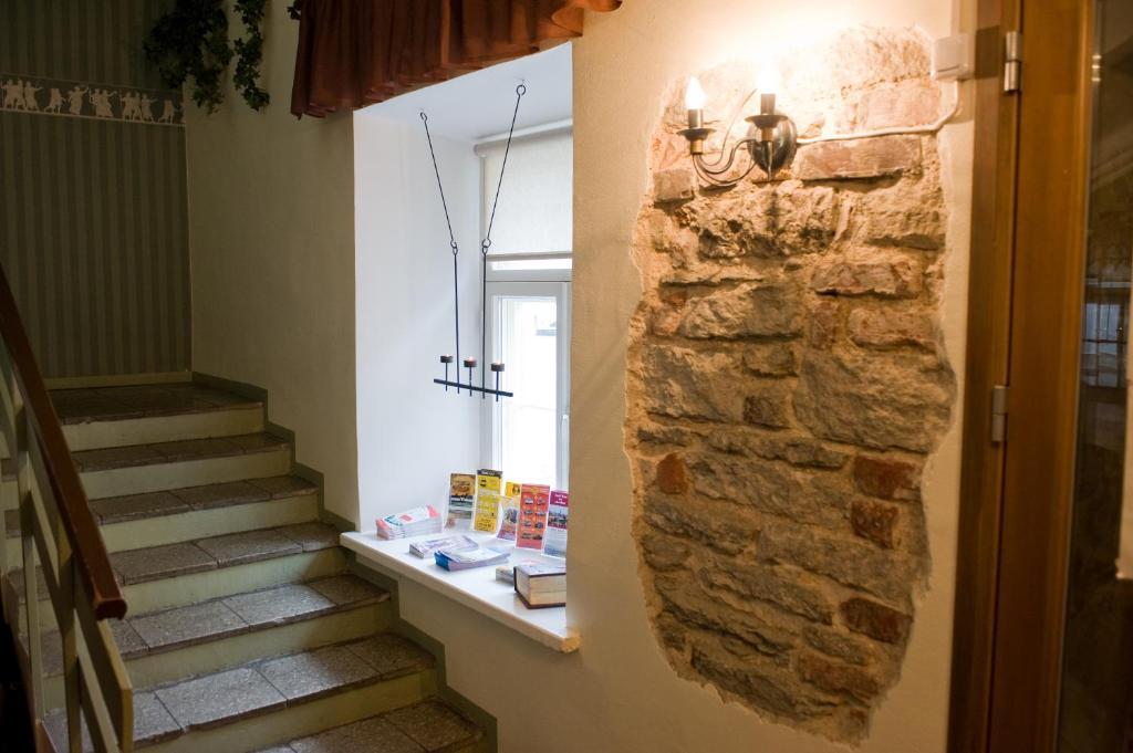 Kylpyhuone majoituspaikassa OldHouse Hostel